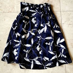 Banana Republic Skirt Navy blue White sz 12p